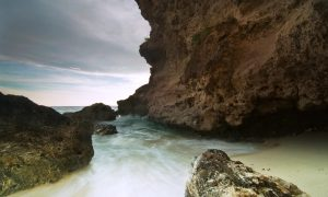 Pantai pasir putih Dato_Dato Majene